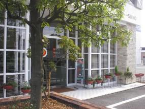 レンガと枕木ブロックでデザインされた花壇  倉吉市3