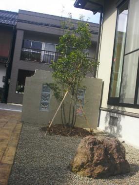 遊び心感じるガラスブロックを使用した門柱5