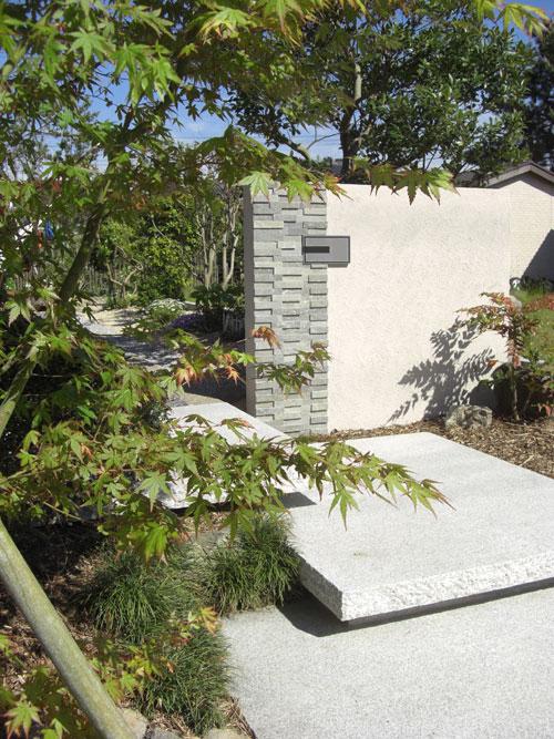 古代切石がアプローチのアクセント 湯梨浜町 T様邸1
