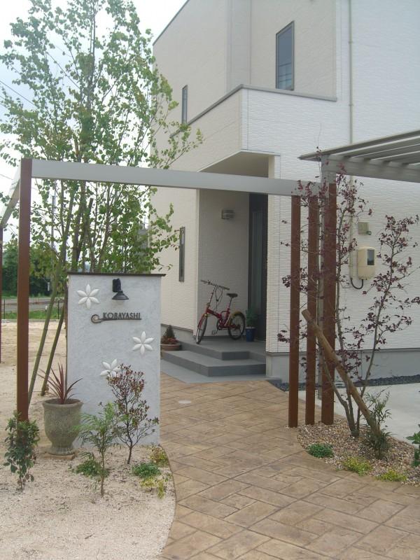 MATスタンプの優しい風合いで開放感のあるお庭に...倉吉市1