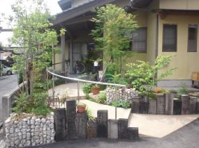 あたたかみのある自然素材を生かしたお庭3