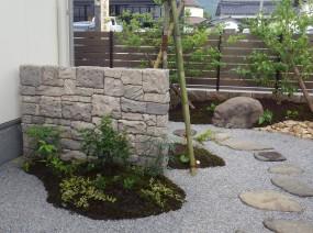 石垣のあるお庭2