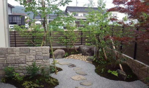石垣のあるお庭1