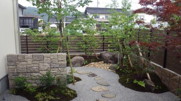 石垣が特徴の眺める癒しのお庭 倉吉市T様邸2