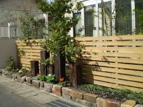 スタイリッシュな新型Mシェードを施したお庭2