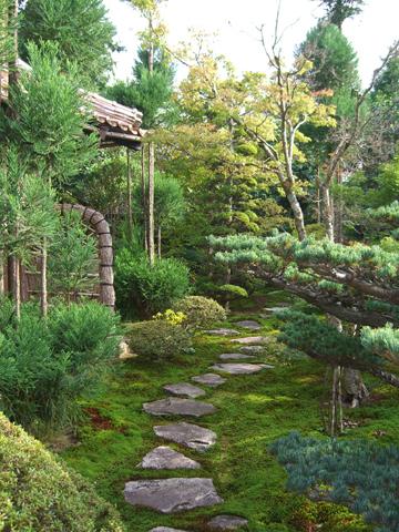 池のある本格的な個人庭園4