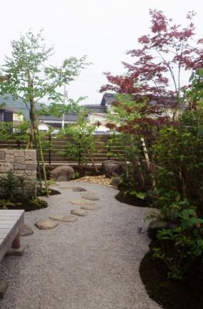 石垣が特徴の眺める癒しのお庭 倉吉市T様邸4