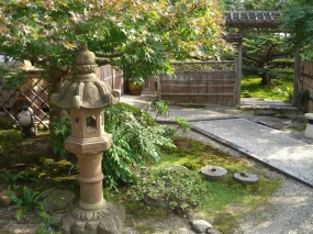 池のある本格的な個人庭園2